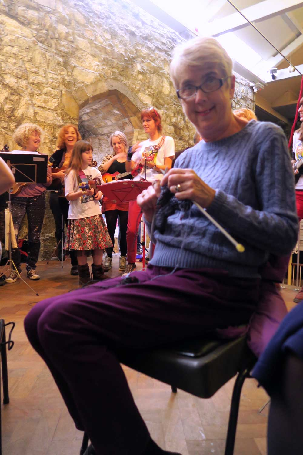 knit-the-walls-and-southampton-ukulady-jam-at-700-women